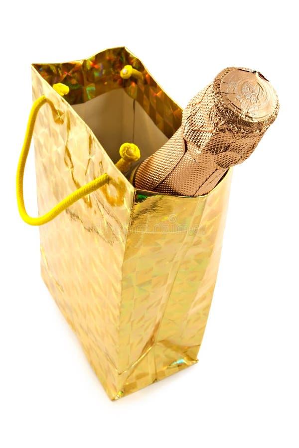 Botella de un champán en el embalaje celebrador fotografía de archivo