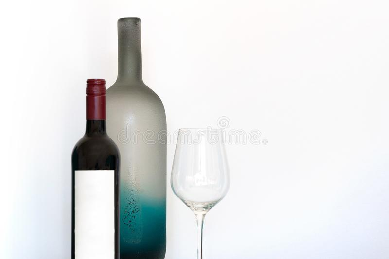 Botella de vino con la etiqueta vacía foto de archivo libre de regalías