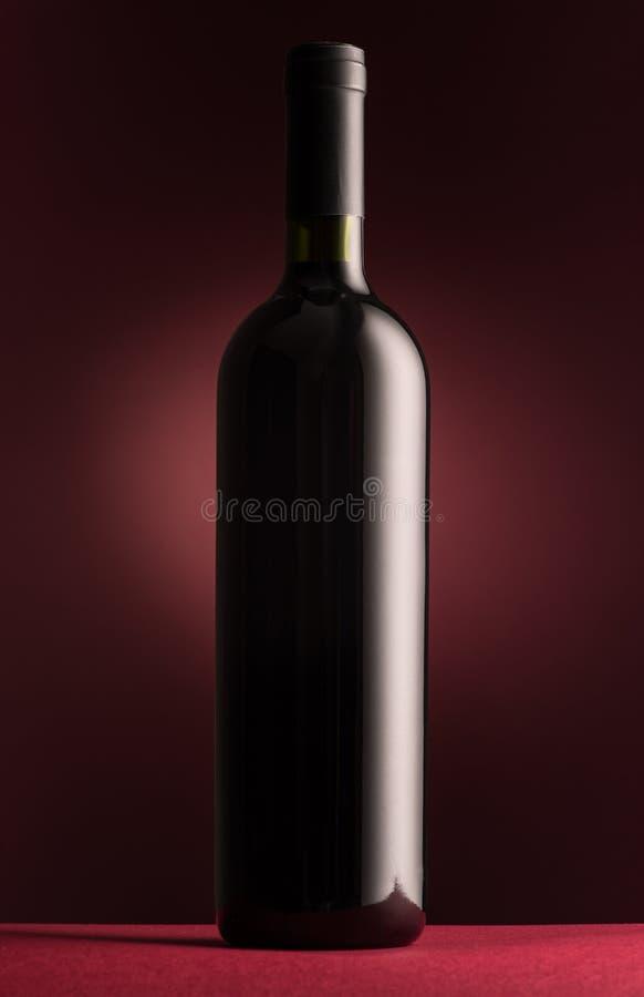 Botella de vino rojo excelente fotografía de archivo libre de regalías