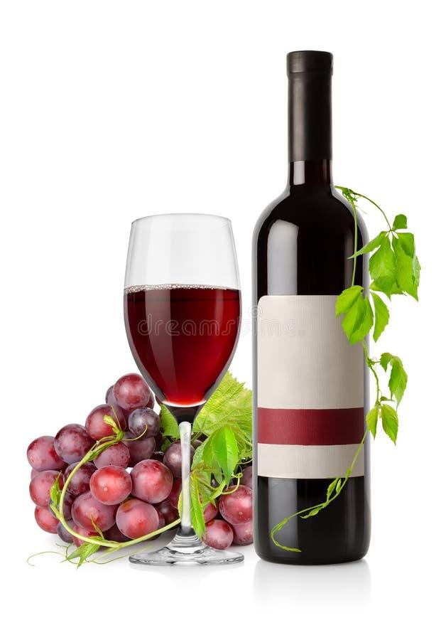 Botella de vino rojo y de uva imágenes de archivo libres de regalías