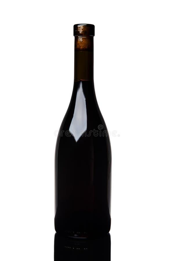 Botella de vino tinto aislada de Borgoña en el fondo blanco imagen de archivo