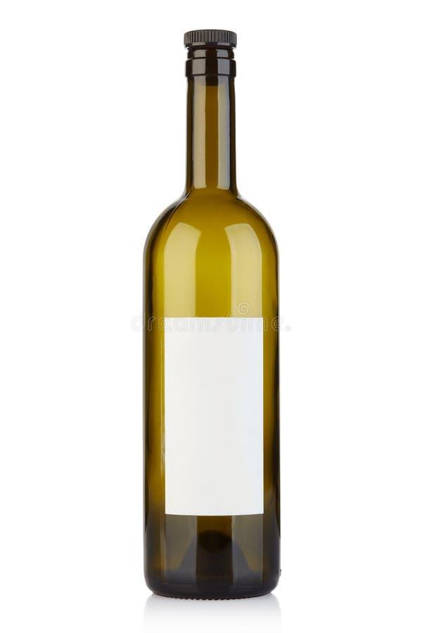 Botella de vino vacía con el casquillo y etiqueta en blanco en blanco foto de archivo