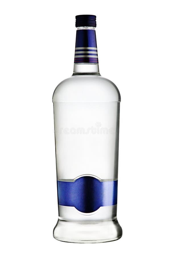 Botella de vodka en el fondo blanco foto de archivo