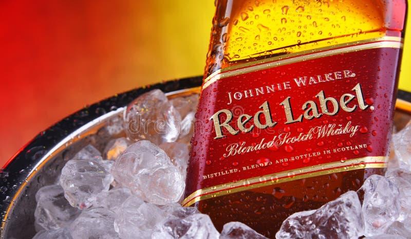 Botella de whisky Johnnie Walker en cubo de hielo triturado imágenes de archivo libres de regalías