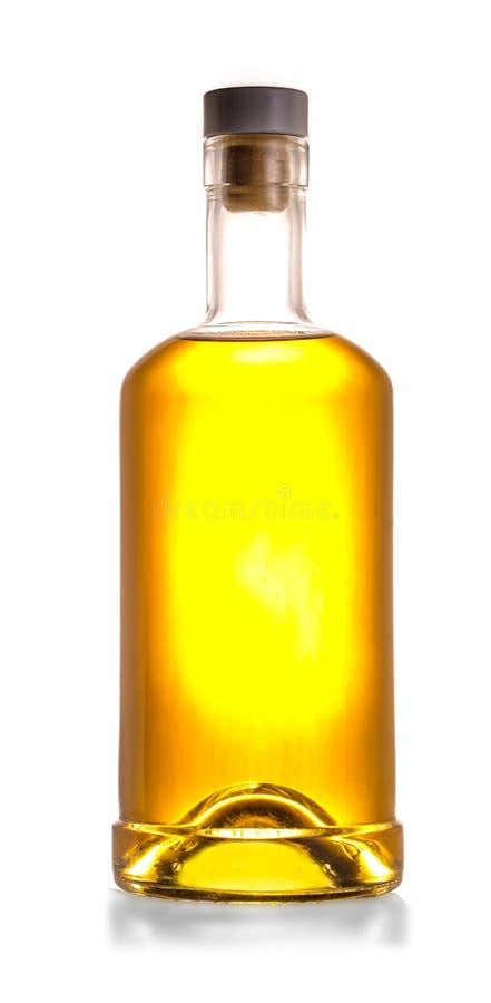 Botella de whisky llena aislada en el fondo blanco fotografía de archivo libre de regalías