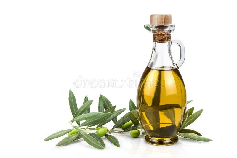 Botella del aceite de oliva aislada en un fondo blanco. fotos de archivo