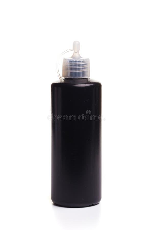 Botella médica plástica negra aislada en el fondo blanco imagen de archivo