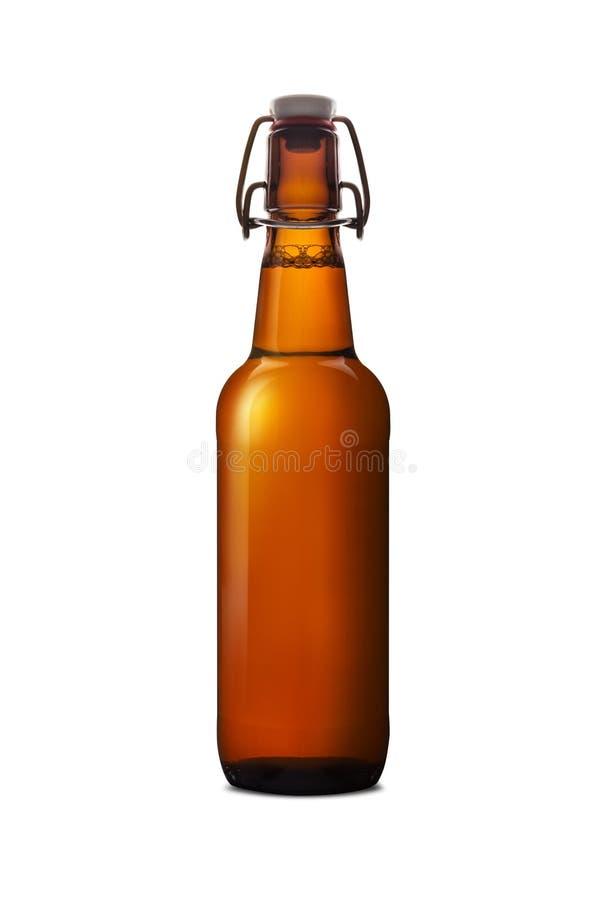 Botella marrón vieja de cerveza aislada en el fondo blanco imágenes de archivo libres de regalías