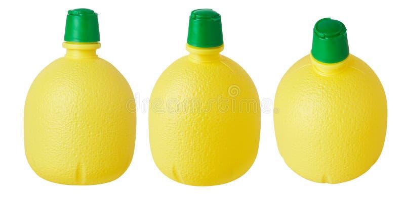 Botella plástica amarilla con el jugo de limón concentrado foto de archivo