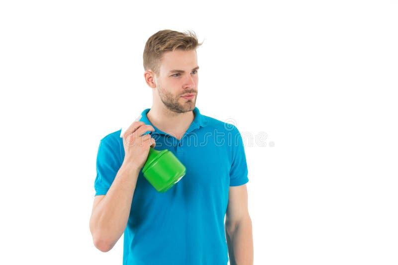 Botella plástica del espray del control machista aislada en blanco Hombre con el rociador del agua a disposición Concepto sanitar foto de archivo libre de regalías