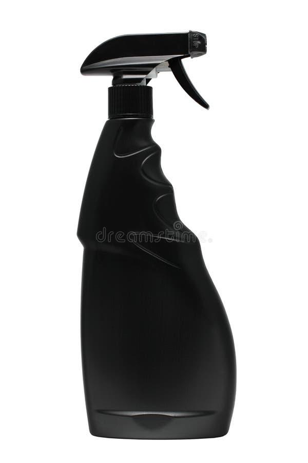 Botella plástica negra con el disparador-espray en un fondo blanco imagen de archivo