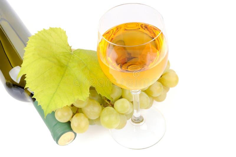 Botella, vidrio y uvas de vino fotos de archivo