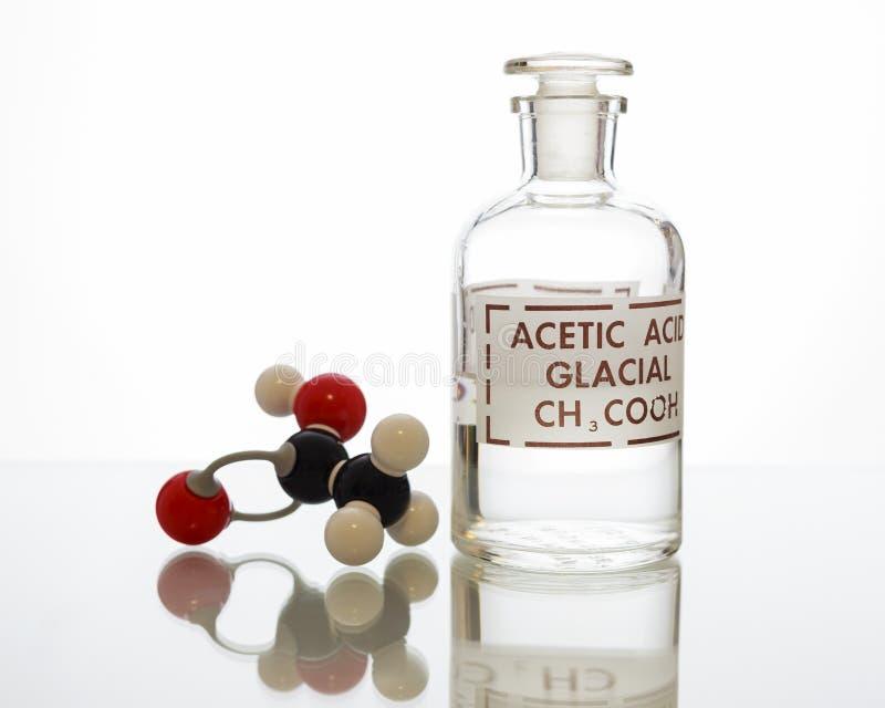 Botella y estructura del ácido acético foto de archivo libre de regalías