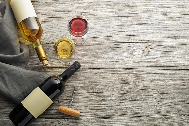 Botella y vidrio de vino fotos de archivo libres de regalías