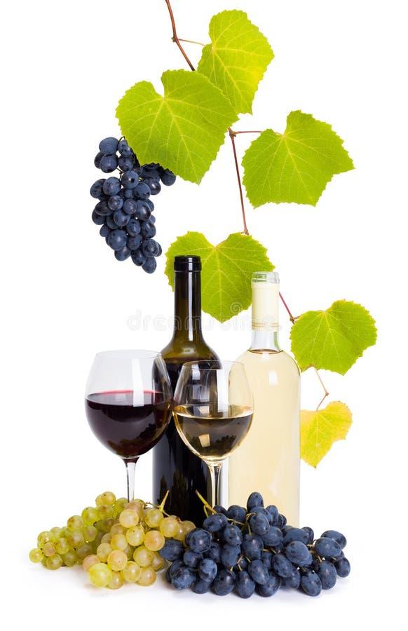 Botella y vidrio de vino blanco y rojo fotos de archivo libres de regalías