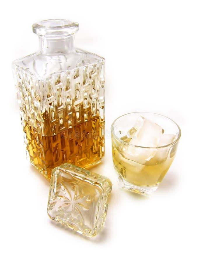 Botella y vidrio de whisky imágenes de archivo libres de regalías