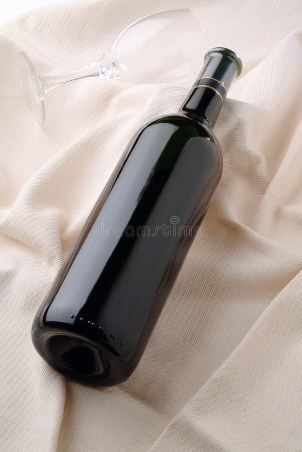 Botella y vidrio descubiertos imágenes de archivo libres de regalías