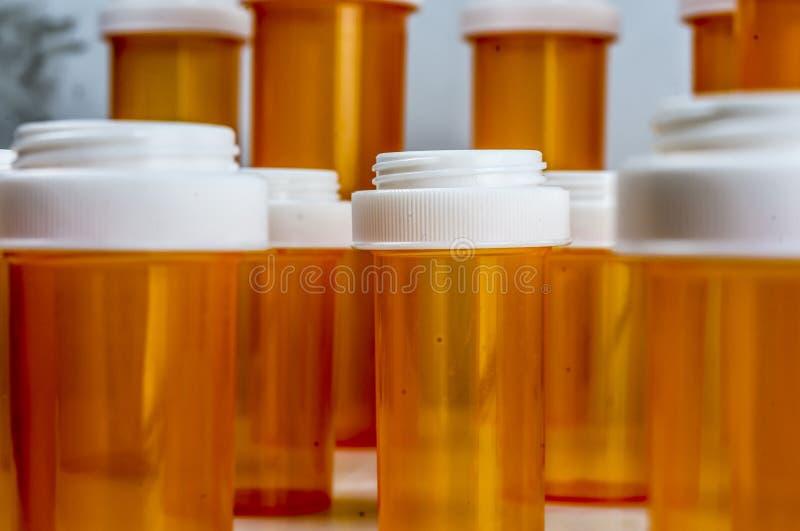 Botellas ambarinas de la prescripción fotografía de archivo libre de regalías