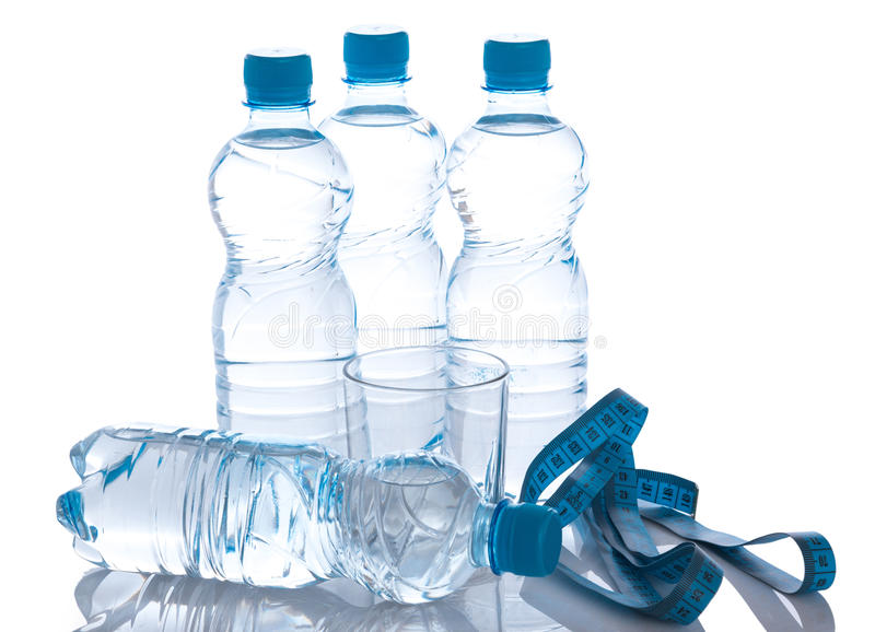 Botellas con agua foto de archivo libre de regalías