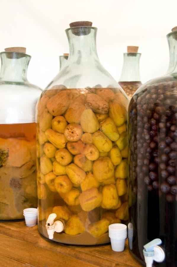 Botellas con el licor fotos de archivo