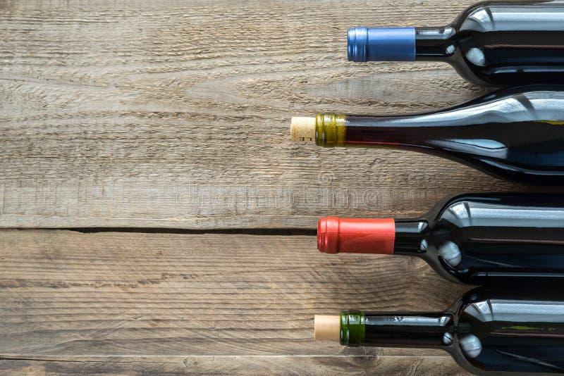 Botellas con el vino rojo imágenes de archivo libres de regalías