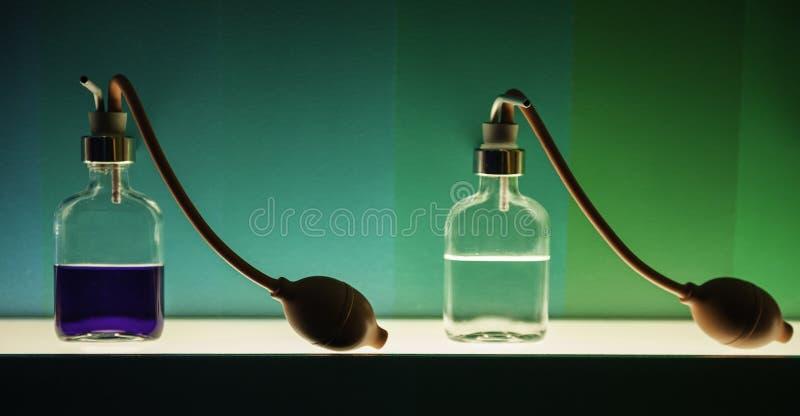 Botellas con fragancias imagen de archivo