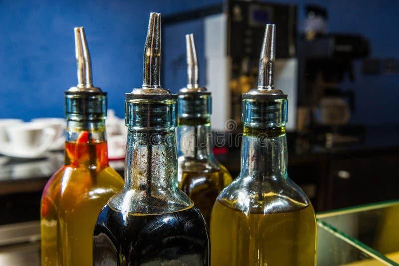 Download Botellas De Aceite En La Tabla De Comida Fría Imagen de archivo - Imagen de ramificación, sano: 42434065