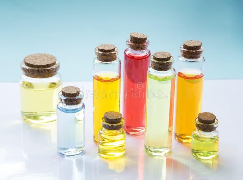 Botellas de aceite de la esencia foto de archivo libre de regalías