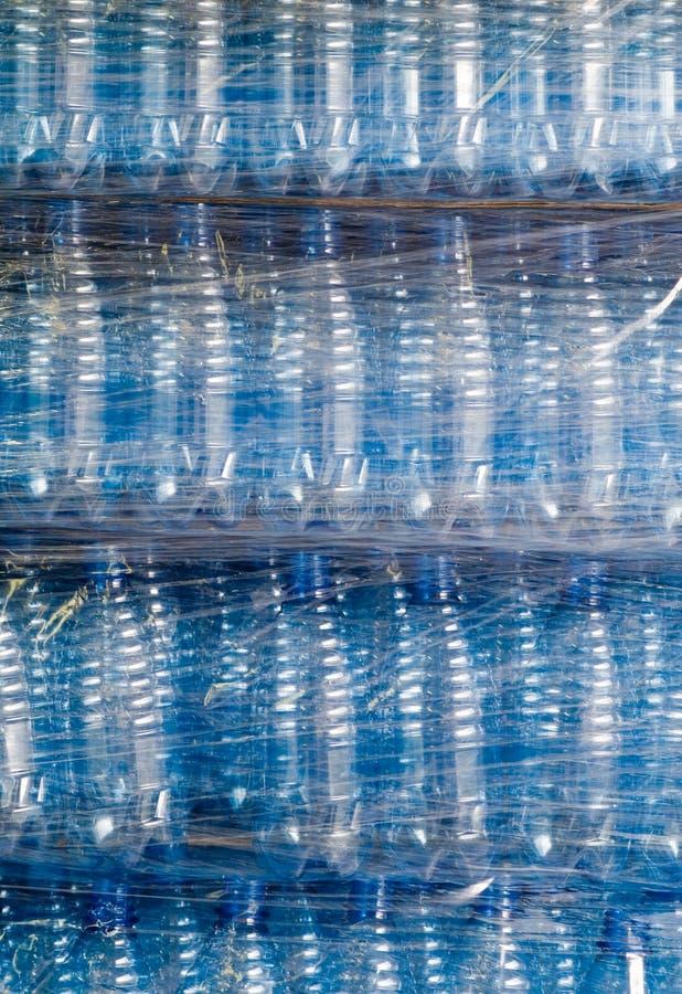 Botellas de agua embaladas imágenes de archivo libres de regalías