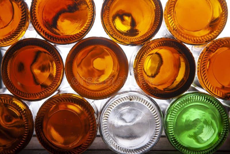 Botellas de cerveza de cristal vacías foto de archivo libre de regalías