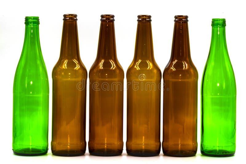 Botellas de cristal vacías en un fondo blanco foto de archivo
