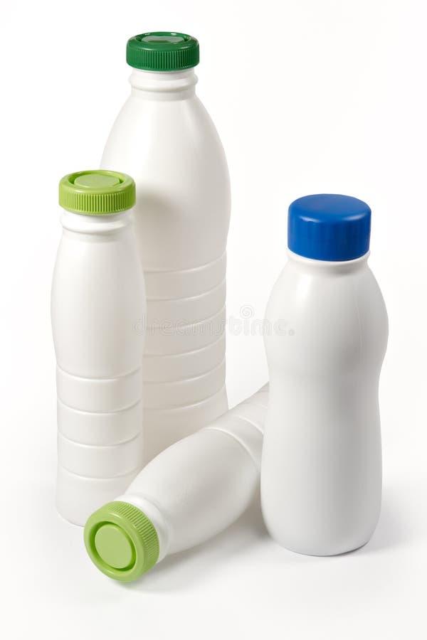 Botellas de la lechería imagenes de archivo