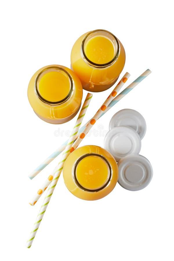 Botellas de vidrio de zumo de naranja natural foto de archivo libre de regalías