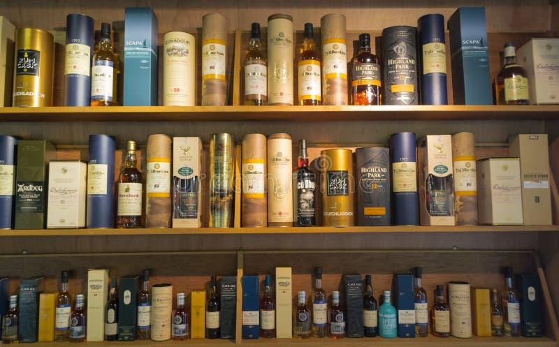 Botellas de whisky imágenes de archivo libres de regalías