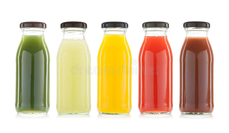 Botellas del zumo de la verdura y de fruta aisladas imágenes de archivo libres de regalías