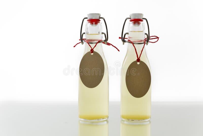 Download Botellas Llenadas Del Jarabe Del Elderflower Imagen de archivo - Imagen de limpio, botella: 41901987