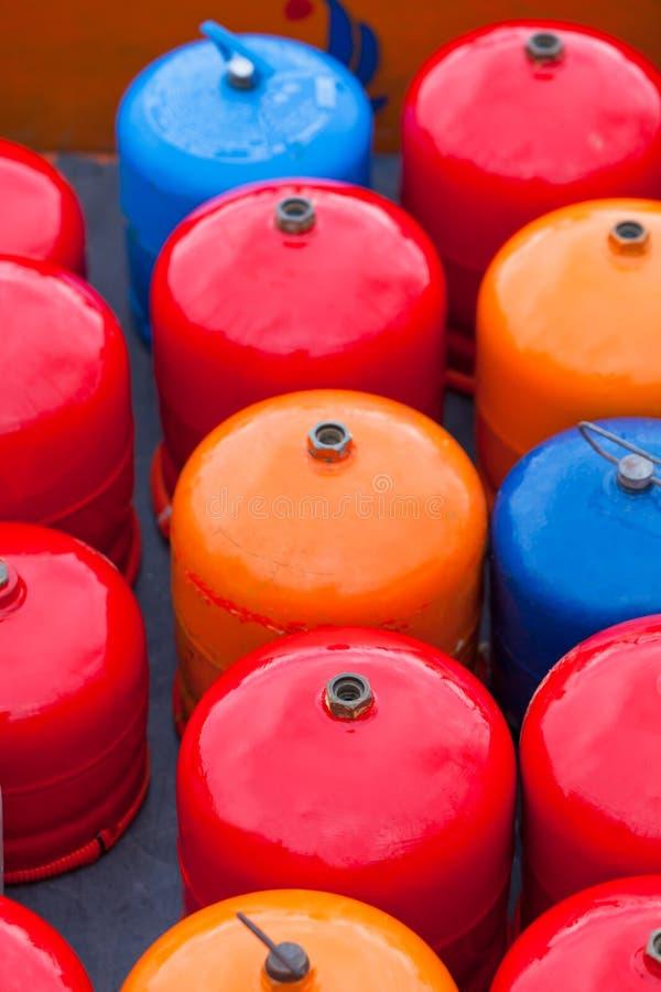 Botellas metal-gas brillantes foto de archivo