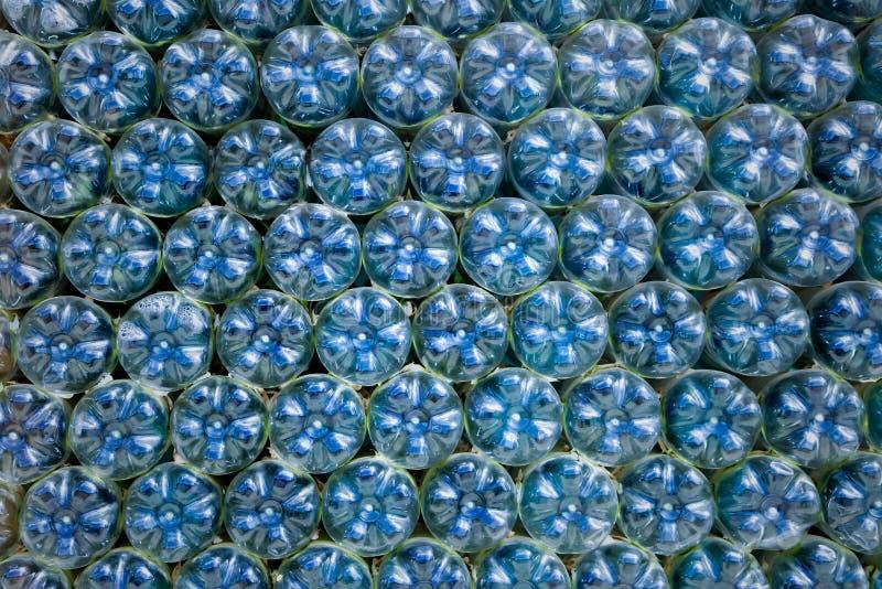 Botellas plásticas azules imagen de archivo