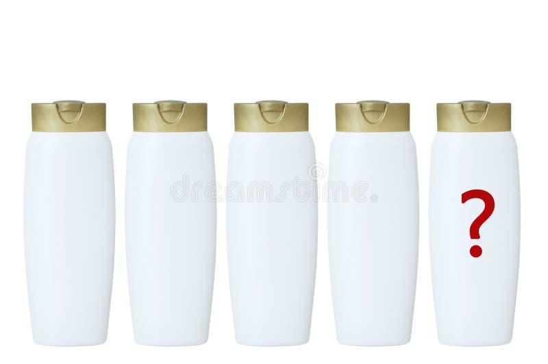 Botellas plásticas blancas de champú del pelo con un casquillo amarillo aislante blanco foto de archivo libre de regalías