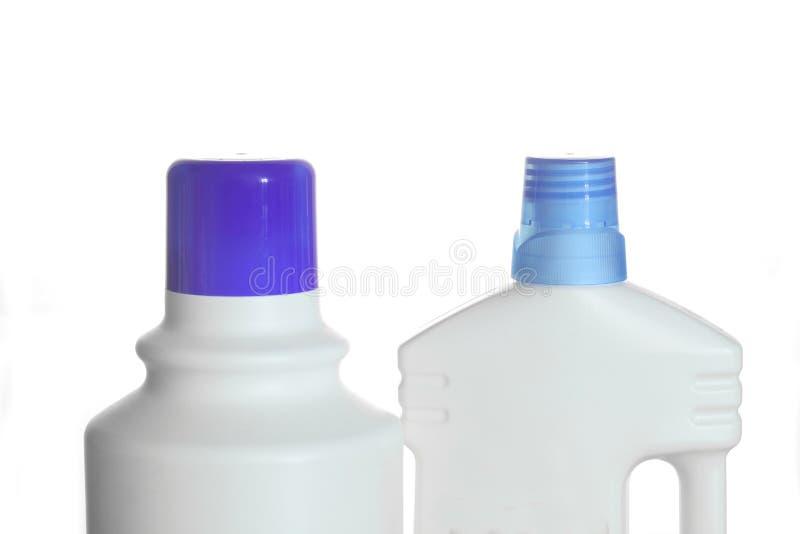 Botellas plásticas de los detergentes aisladas en el fondo blanco imagen de archivo libre de regalías