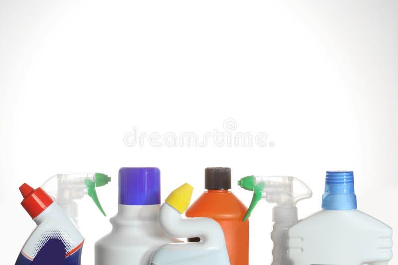 Botellas plásticas de los detergentes aisladas en el fondo blanco foto de archivo libre de regalías