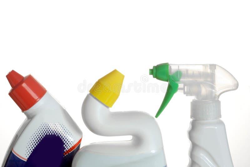 Botellas plásticas de los detergentes aisladas en el fondo blanco fotografía de archivo