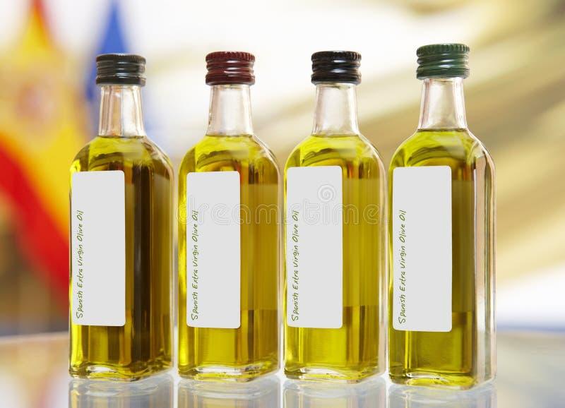Botellas virginales adicionales españolas del aceite de oliva imagen de archivo