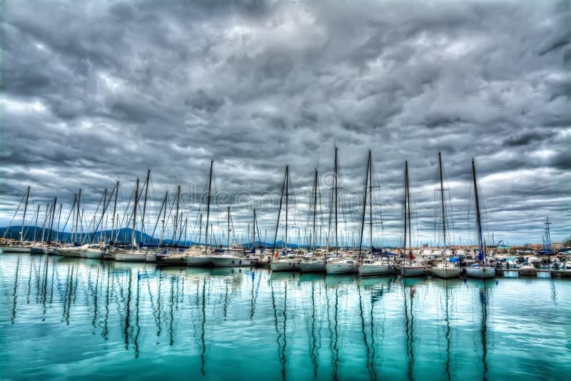 Download Boten in Alghero-haven stock afbeelding. Afbeelding bestaande uit italië - 54076581
