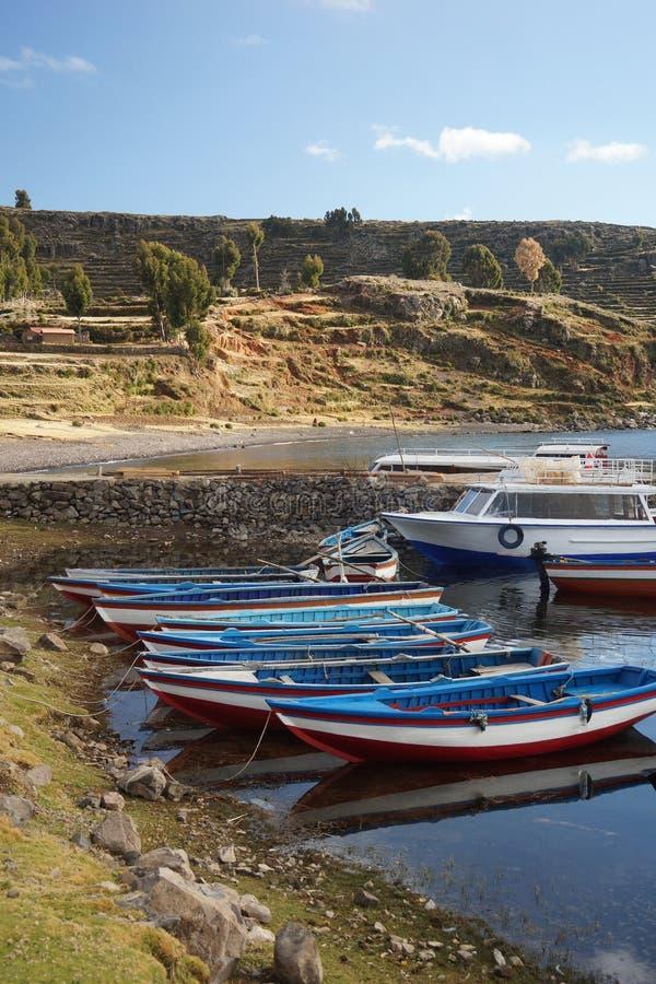 Boten Amantanieiland in Meer Titicaca, Puno, Peru royalty-vrije stock afbeelding