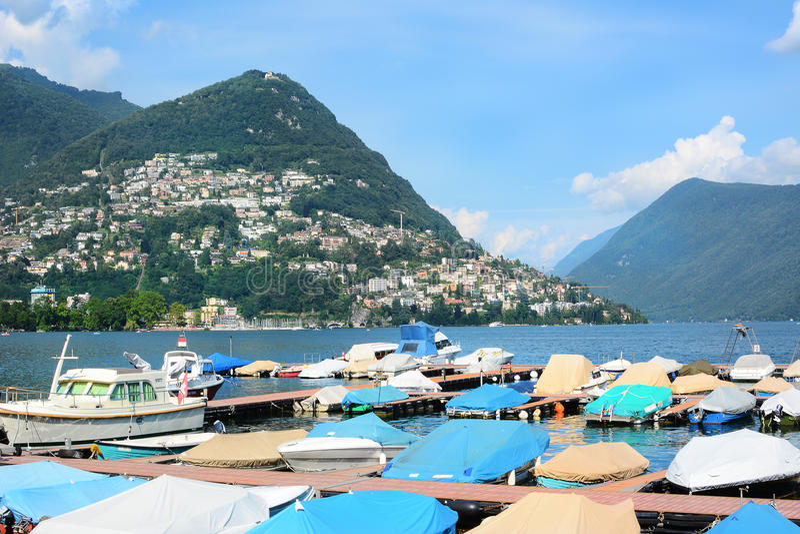 Boten bij Dok Lugano stock fotografie