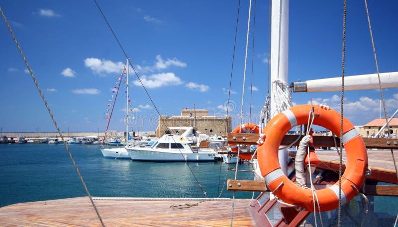 Boten bij haven Paphos royalty-vrije stock afbeeldingen