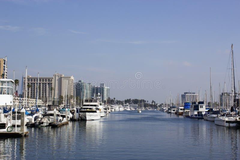 Boten bij jachthaven in Marina Del Rey, Los Angeles, CA worden gedokt dat royalty-vrije stock afbeeldingen