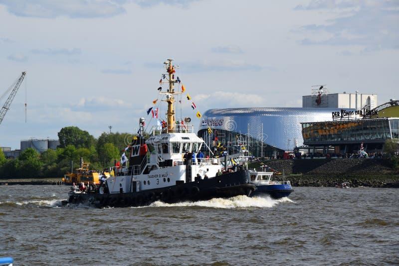 Boten bij St pauli-Landungsbrucken, Hafengeburtstag - de Viering van de Havenverjaardag royalty-vrije stock afbeeldingen