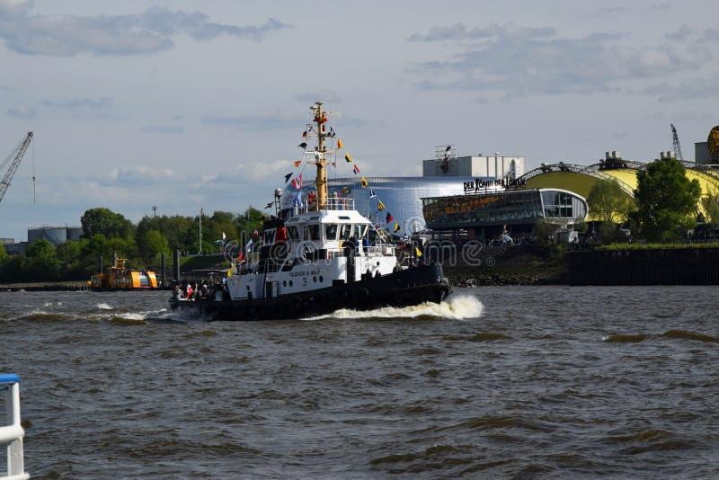Boten bij St pauli-Landungsbrucken, Hafengeburtstag - de Viering van de Havenverjaardag royalty-vrije stock fotografie